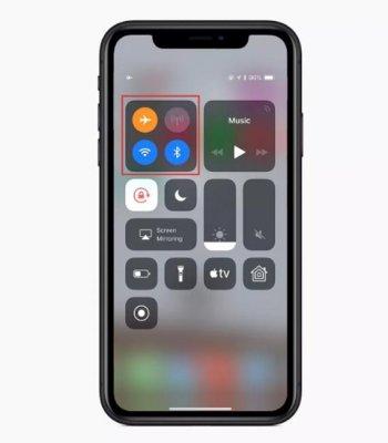 Не отключается режим наушников на iPhone?